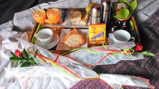 Camanas, Spanyol: El desayuno servido en la habitación