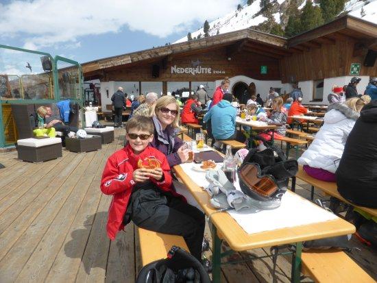 Crystal Sportiv: The Nederhutte - brilliant bar/restaurant. A must visit!