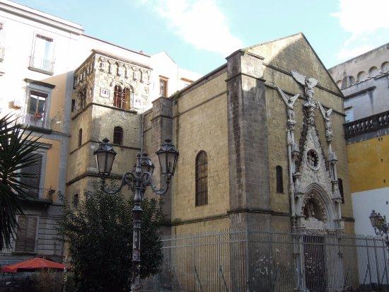 Cappella Pappacoda: Готический портал и кампанила