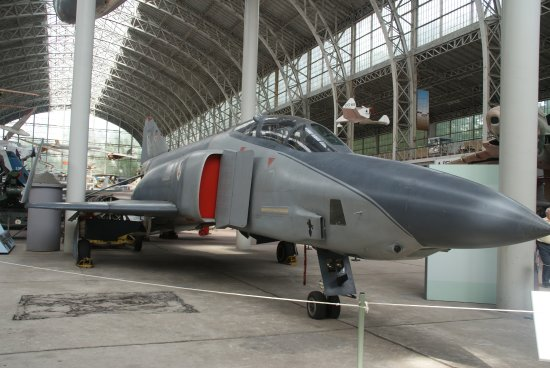 There is a big hangar of planes picture of royal museum of the armed forces - Location hangar bruxelles ...