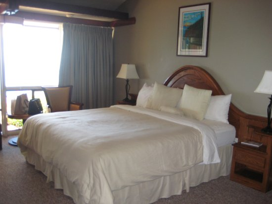 Ragged Point Inn and Resort: Large bed