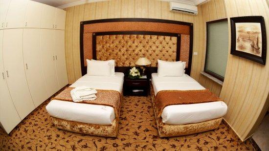 Queen's Suite Hotel: Deluxe