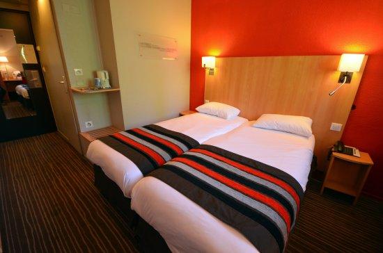 Kyriad dijon est mirande hotel france voir les for Prix chambre kyriad