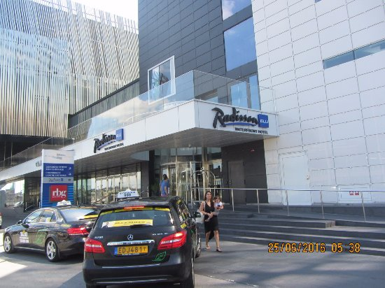 Radisson Blu Waterfront Hotel: Radisson Blu Water Front Hotel Entrance from outside
