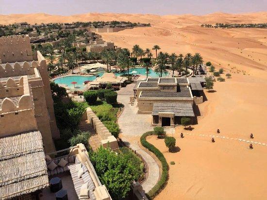 Qasr Al Sarab Desert Resort by Anantara: view from the main hotel restaurant