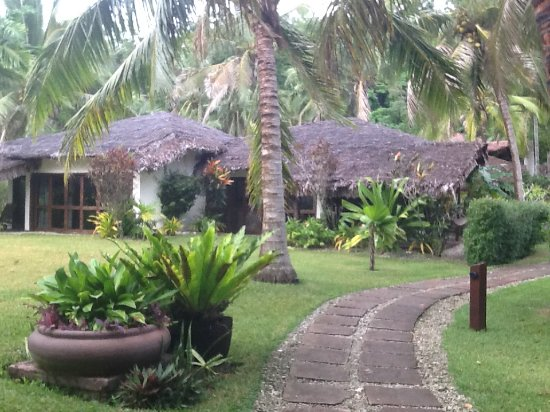 Paradise Cove Resort: Private bungalows