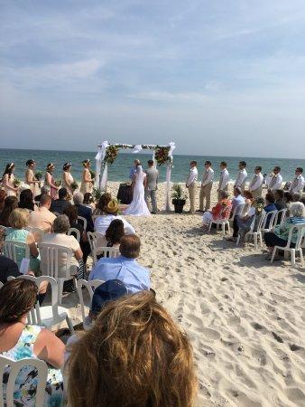 Ocean Beach, นิวยอร์ก: Beach wedding at FIHR