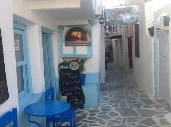 Manolis Garden Taverna : Kitchen Entrance