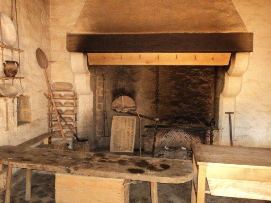 reconstitution de la cuisine l 39 int rieur du ch teau photo de gu delon treigny tripadvisor. Black Bedroom Furniture Sets. Home Design Ideas