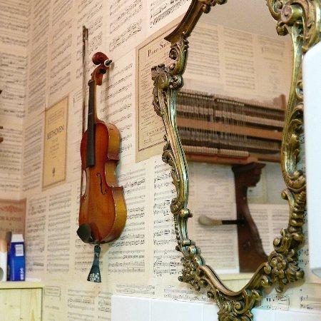 Culmstock, UK: music-themed toilet