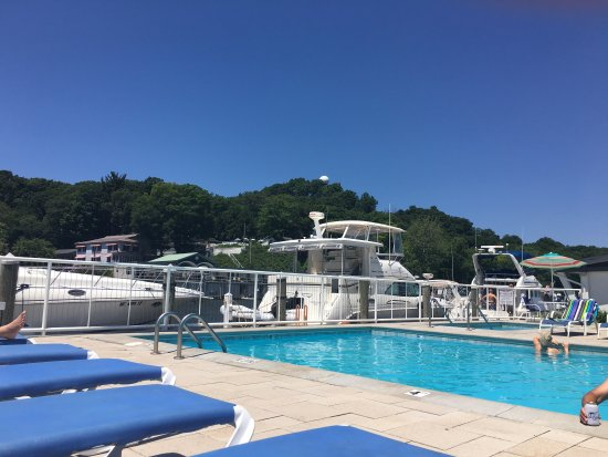Saugatuck, MI: Pool side at the ship and shore