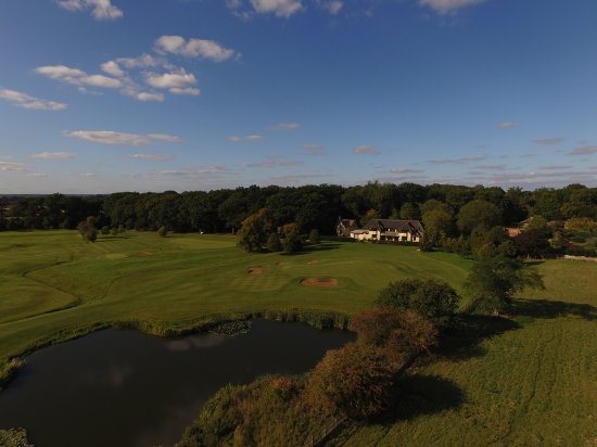 ‪ميلتون موبراي, UK: Aerial shot the 73 par, 18 hole championship Stapleford Park Golf Course designed by Daniel stee‬