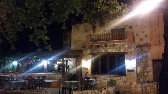 Drakiana Taverna: la location dal cortile