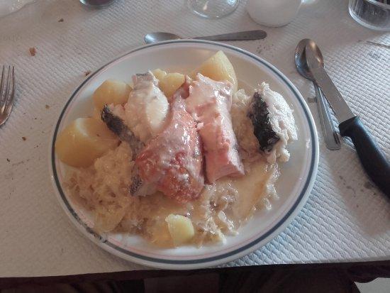 Plougrescant, France: choucroute aux poissons