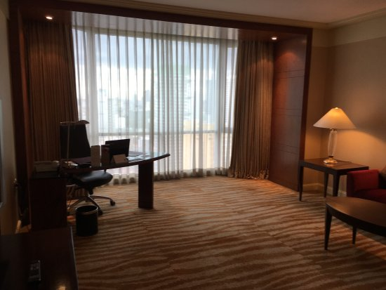 New World Manila Bay Hotel: Excellent Club Rooms!!! Was in love with the place