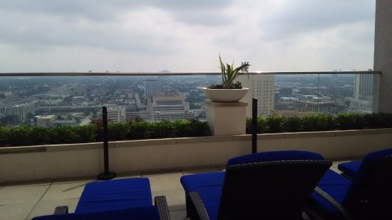 Hilton Americas - Houston: rooftop patio