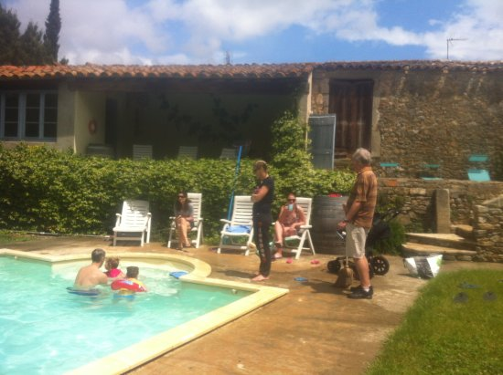 Trausse, Francia: Pool fun