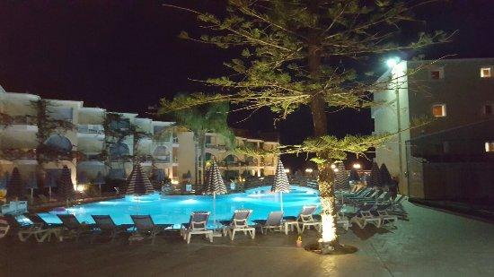 Tsilivi Beach Hotel: 20160621_215829_large.jpg