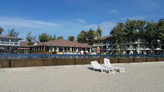 Century Langkasuka Resort: No complaints on outdoor beachfront but yet doesn't really have any special sparks if you had ex