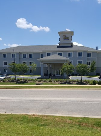 Sleep Inn & Suites Evergreen: Front View