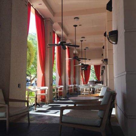 ذا ويستن كولوننايد - كورال جابليس: Patio outside Sushi Samba
