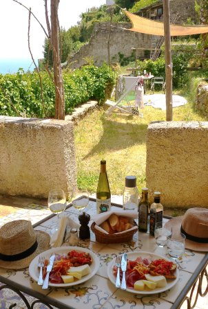 Hotel Parsifal Antico Convento del 1288: Lunch on our private terrace - very good view over Amalfi