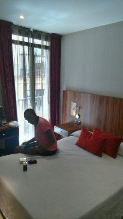 Hotel California: On vient d'arriver pour 3 jours à Barcelone et nous sommes déjà satisfaits de notre chambre pour