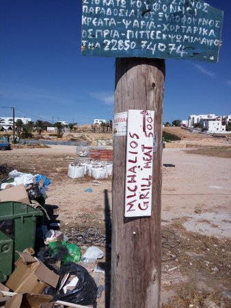 Mixalios Grill House: indicazione che si riferisce alla strada più centrale
