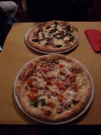Pizzeria Nerone: pizza Palatino and pizza seneca