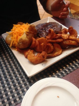 Holiday Inn Roanoke Valley View: perfectly cooked steak