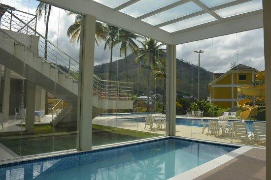 Raposo, RJ: piscina aquecida
