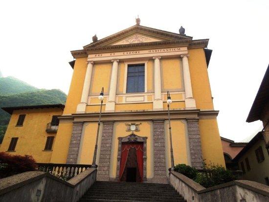 San Pellegrino Terme, Italia: главный вход и парадная лестница