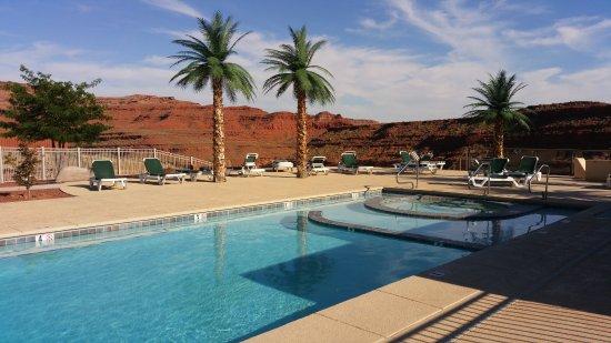 Hat Rock Inn: Pool area