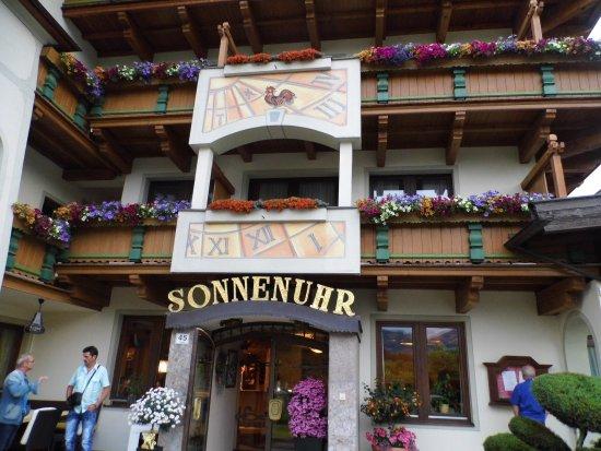 Kramsach, Austria: notre chambre etait juste au dessus de l'entrée