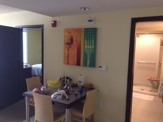 Rahway, NJ: nice clean facility, decent suites, cool outdoor BBQ area with indoor pool and sauna