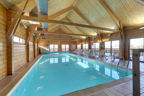 Agnières-en-Dévoluy, Francia: Un autre aperçu de la piscine intérieure chauffée
