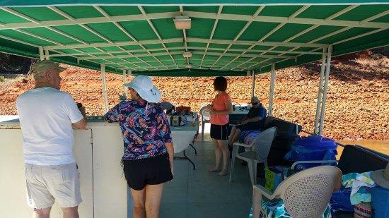 Shasta Lake, Kalifornien: Anchored For Fun 2