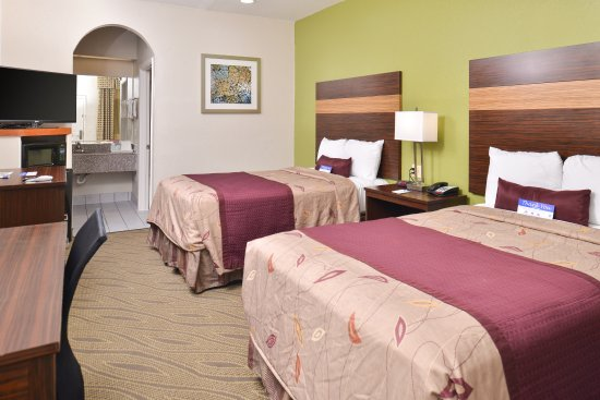 Americas Best Value Inn & Suites - Downtown : Two Double Beds