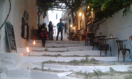 Pagali Hotel: geschmückter Hauptweg griechisch orthodoxes Ostern 2016