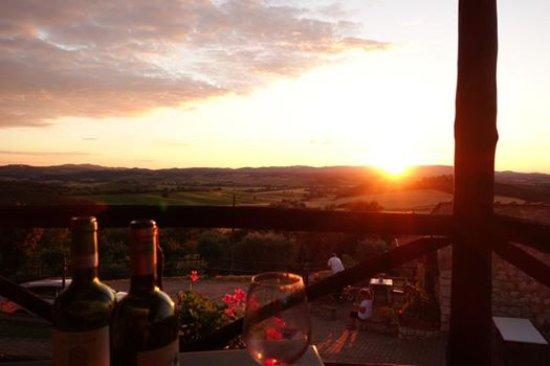 Antico Borgo Poggiarello: The amazing sunset and great wines.
