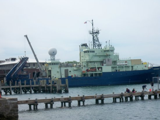 Woods Hole Oceanographic Institution: Research Vessel