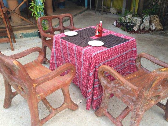 The Sky Beach Bar & Restaurant: Open air seating