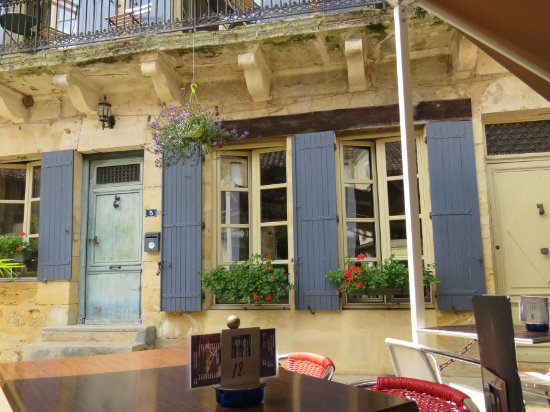 Restaurant L'Envers: Leuk huis naast het terras