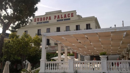 Europa Palace Grand Hotel: The Europa Palace and Terrace dining area