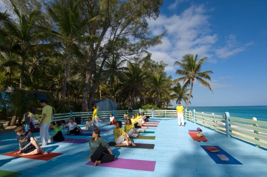 Sivananda Ashram Yoga Retreat: Yet Another Yoga Class at The Beach