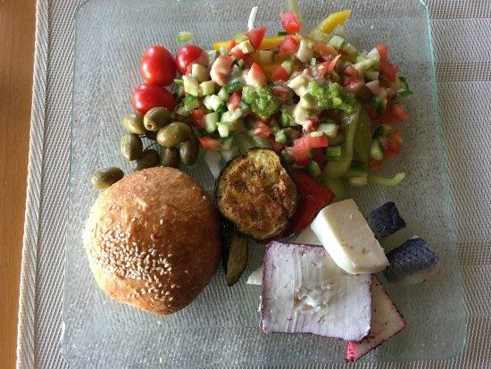 Amirim, อิสราเอล: Breakfast and dinner dishes