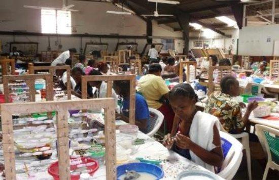 Kazuri Beads Factory: Women working on beads