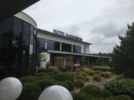 Sassenheim, Hollanda: Front of hotel