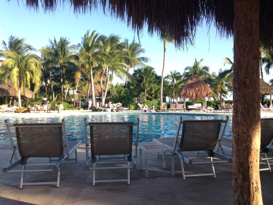 Mayan Palace Riviera Maya: Reserve a cabina the day before and get there before 10 AM day of. $30 is easy spent over the da