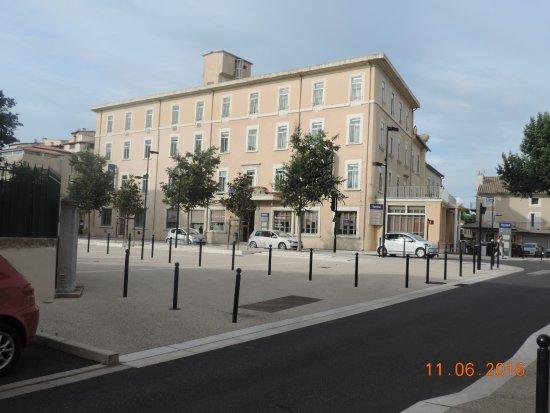 Kyriad Orange Centre: façade de l'hôtel